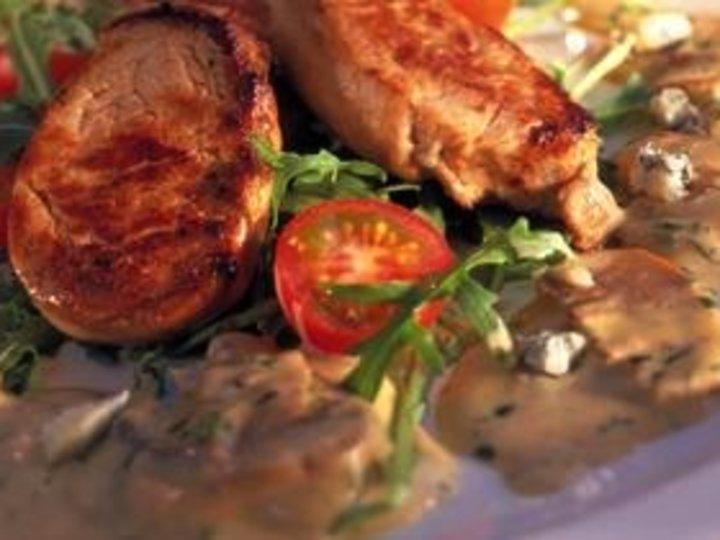Svinefilet med saus av blåmuggost