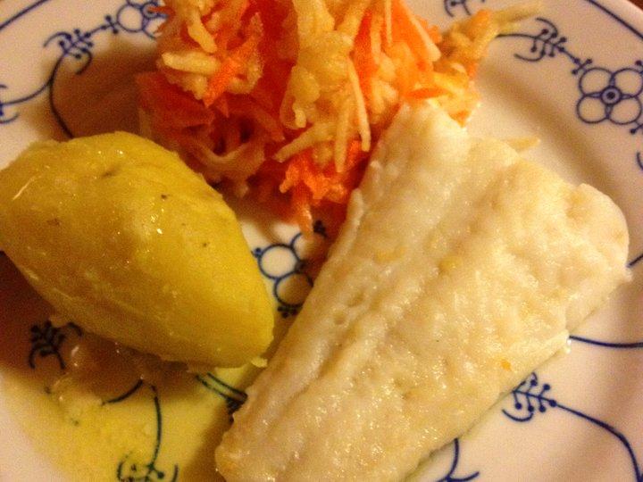 Kokt torsk med råkost