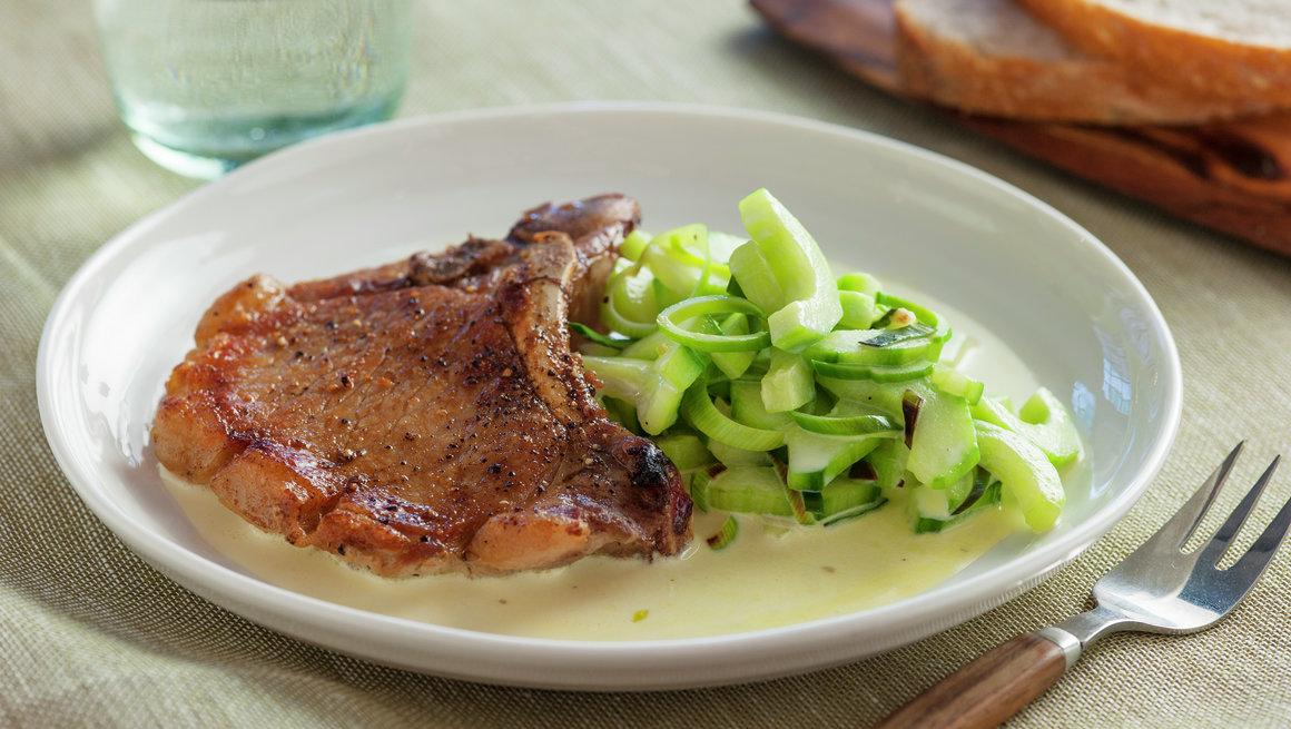 Svinekotelett med kremet agurk 1