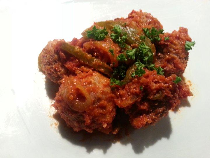 Kjøttboller av lam i tomatsaus