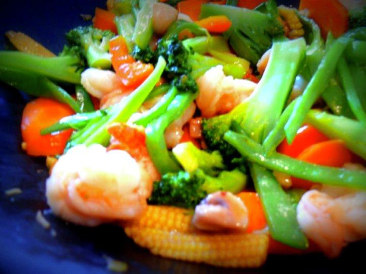 Wok med scampi og grønnsaker
