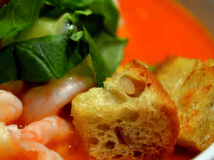 Tomatsuppe med reker og krutonger