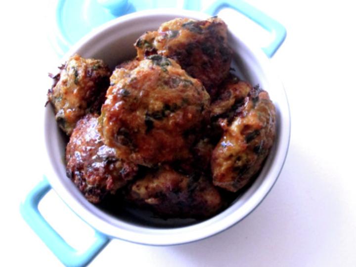 kyllingboller med spinat,rødløk og dijonsennep