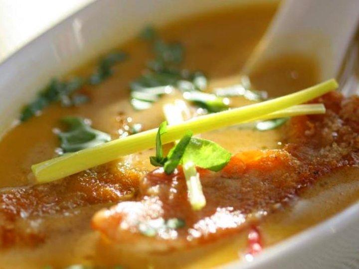 Asiatisk suppe med kylling og ingefær