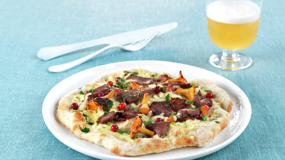 Eltefri pizza med reinsdyrskav, bacon og kantareller