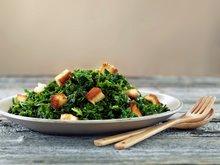 Grønnkål og spinat med brødkrutonger