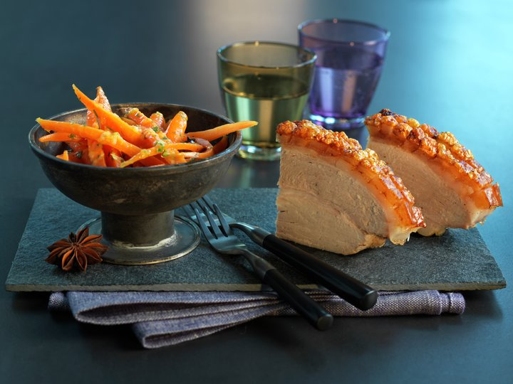 Skinkestek med appelsinkokte gulerøtter