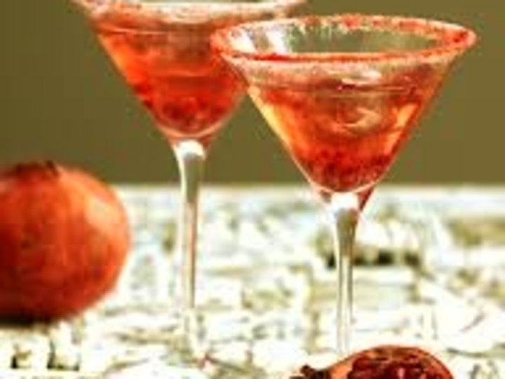 Cocktail med granateple og rom