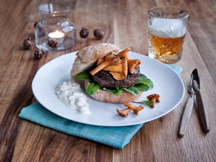 Reinsdyrburger med kantareller og multedressing