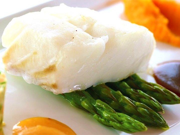 Torskefilet med søtpotetpure og asparges