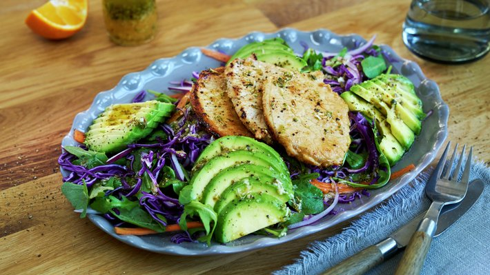 Svinebiff med avocadosalat