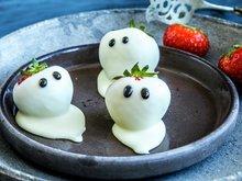 Jordbær i spøkelsesdrakt