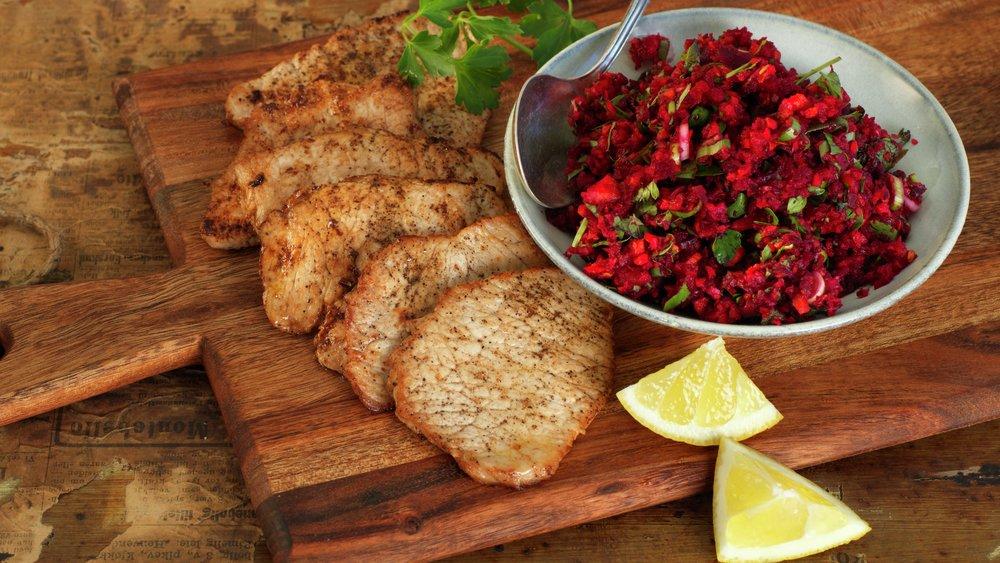 Minuttbiff av svin med spicy råkost