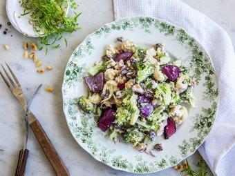 Brokkolisalat med grillet rødløk