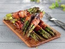 Grillet asparges med glasert bacon