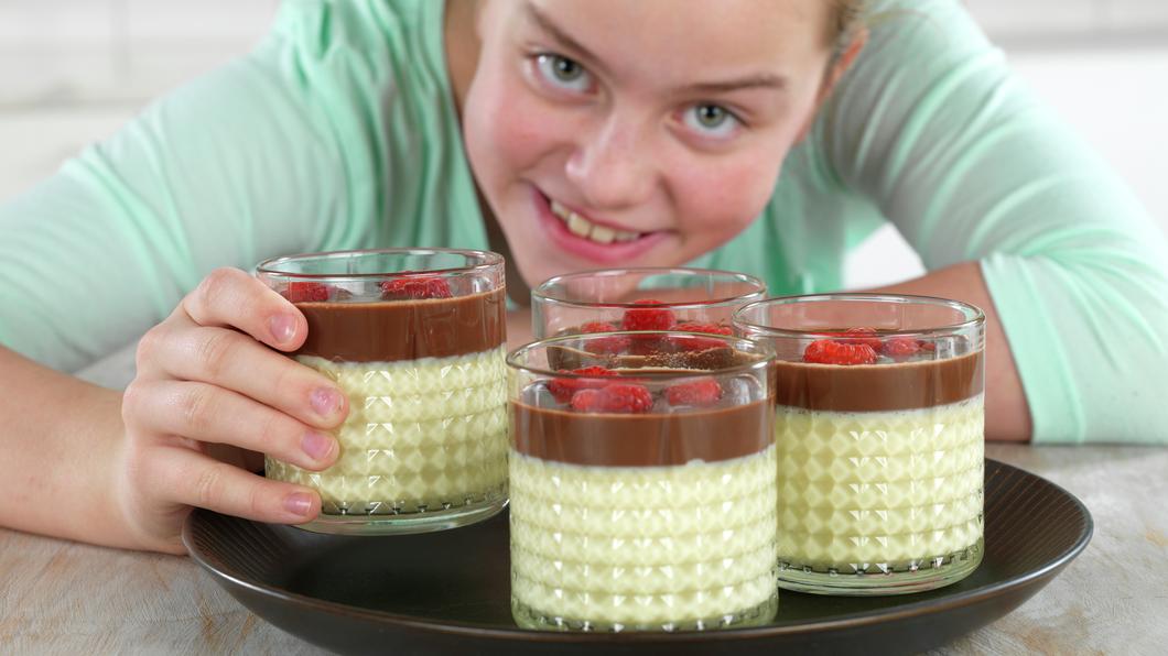 Vaniljepudding med sjokoladesaus