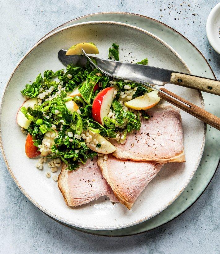 Svinekam med grønnkålsalat