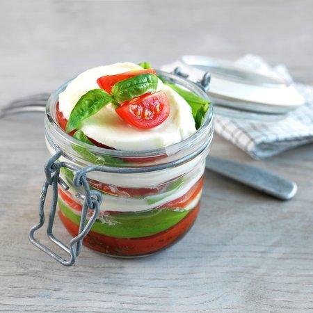 Tomat- og mozzarellasalat på glass