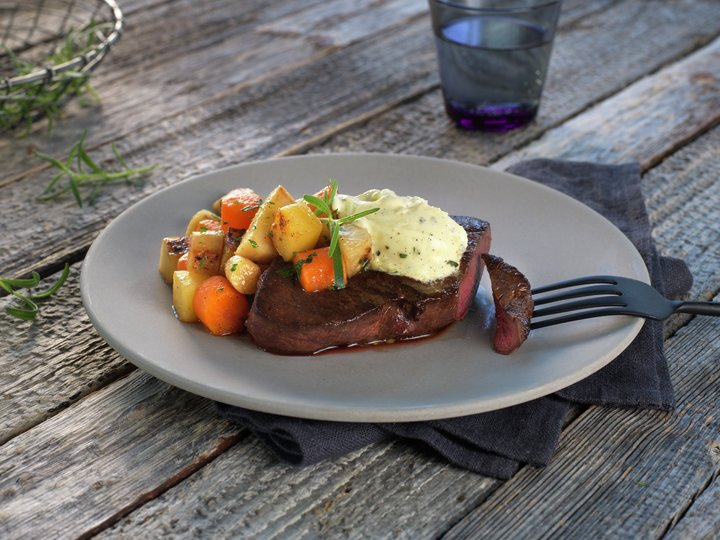 Reinsdyrbiff med glaserte rotgrønnsaker