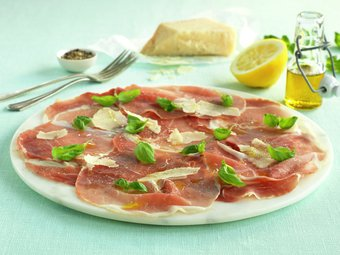 Spekeskinke med parmesan og basilikum
