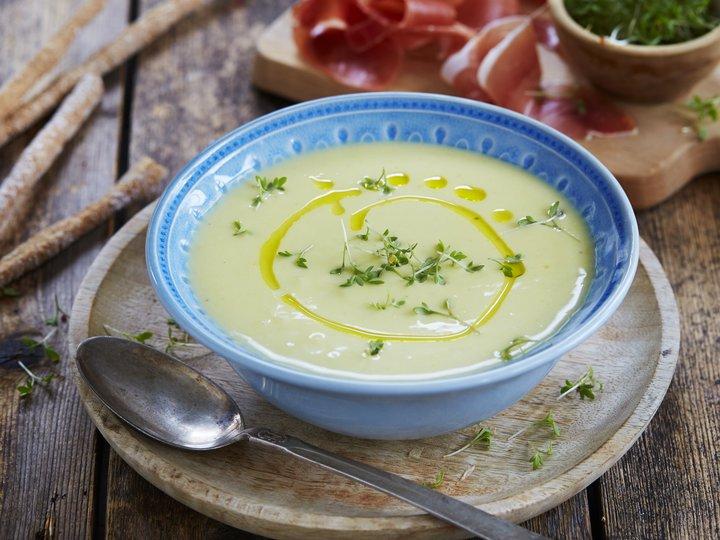 Kald potet- og purreløksuppe