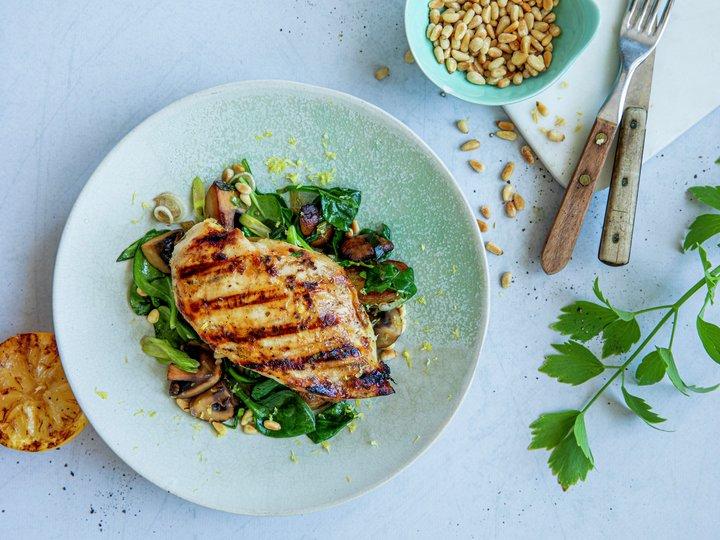 Marinert kyllingfilet med sopp og spinat