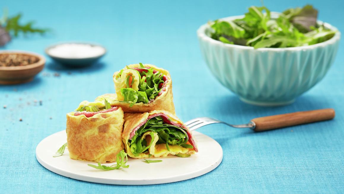 Eggerull med roastbiff og salat
