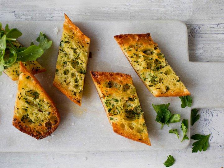 Enkel hvitløksbaguette med ost