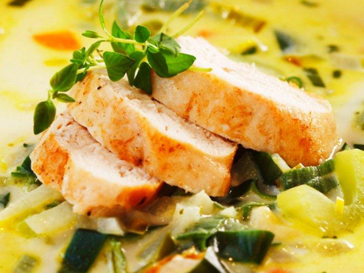 Fyldig oste- og grønnsaksuppe med kylling