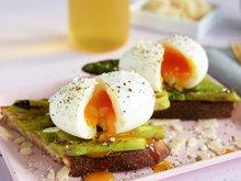 Toast med egg og asparges