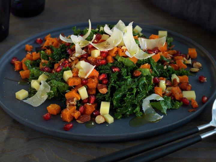 Grønnkål- og gresskarsalat