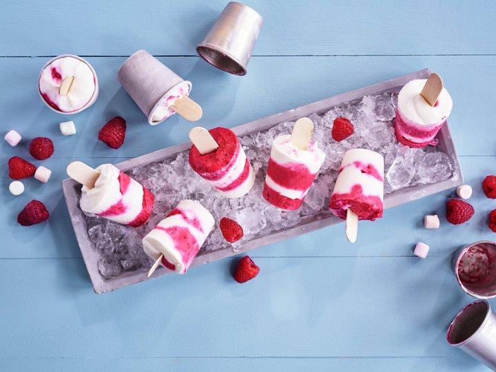 Yoghurtis med bringebær