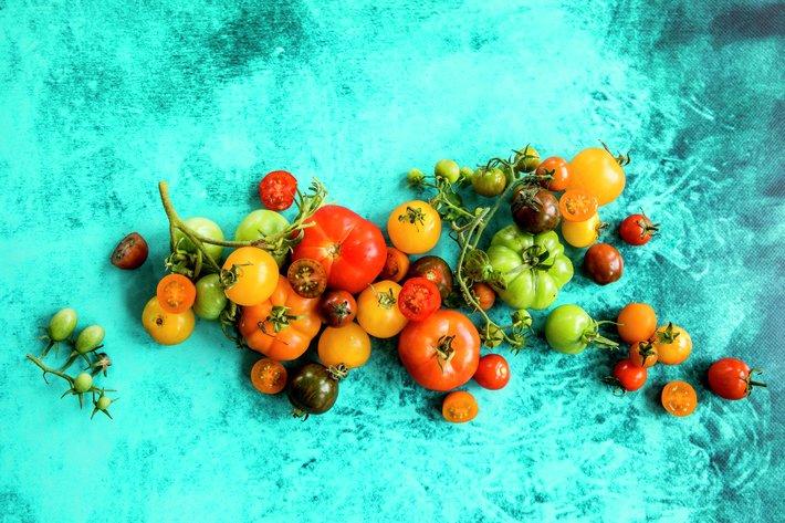 Fargerike tomater i sesong
