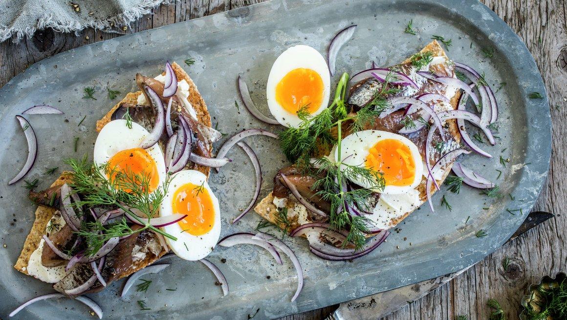 Kryddersild og egg på knekkebrød