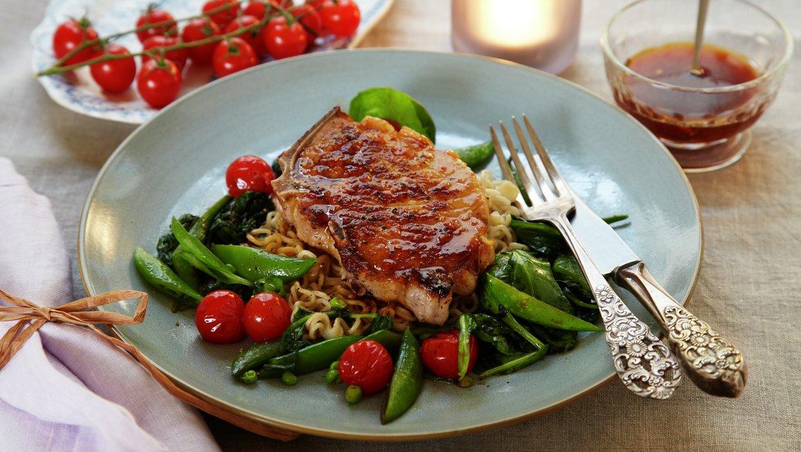 Koteletter med varm salat