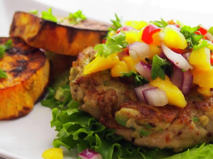 Kylling & avokadoburger med mangosalsa