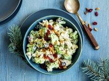 Brokkoli- og blomkålsalat med kremet honningdressing