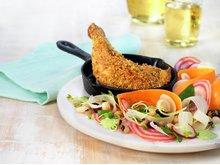 Krydret kyllinglår med bønnesalat