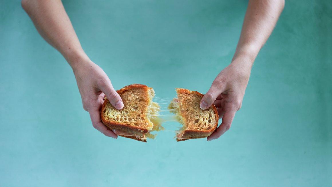 Toast med ost og skinke