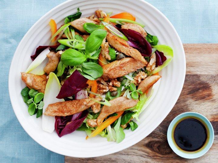 Kyllingsalat med kapers og valnøtter