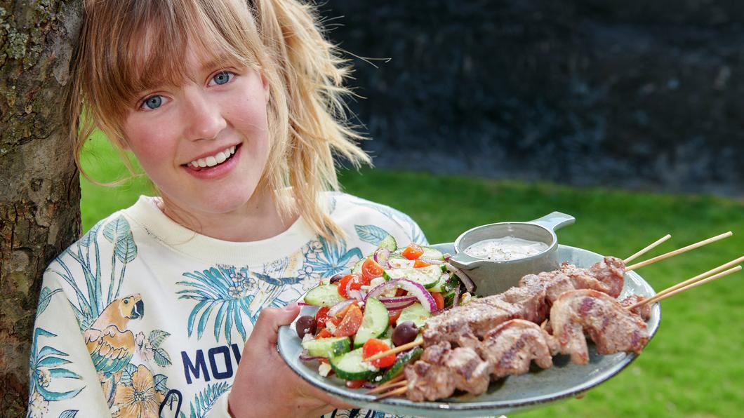 Grillspyd med lam og gresk salat