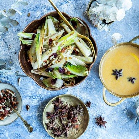 Lune endiver , appelsinsaus med krydder - stemningsbilde tilbehør jul