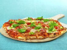 Italiensk pizza med kylling og mozzarella