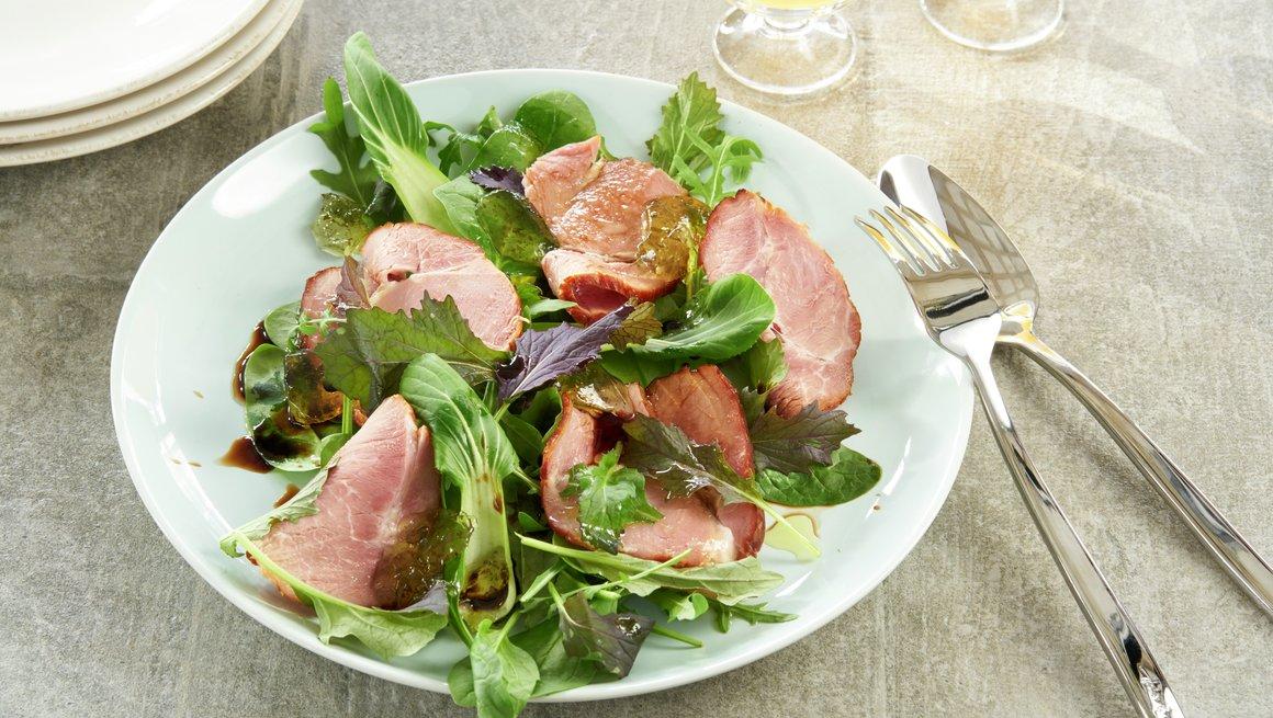 Salat med røkt skinke