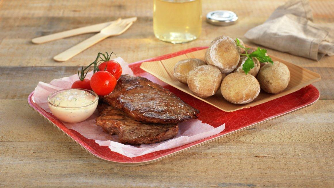 Minuttbiff med kanaripoteter, cherrytomater og persillemajones