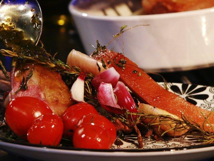 Lammecarré med bacon, tomat og chimichurry