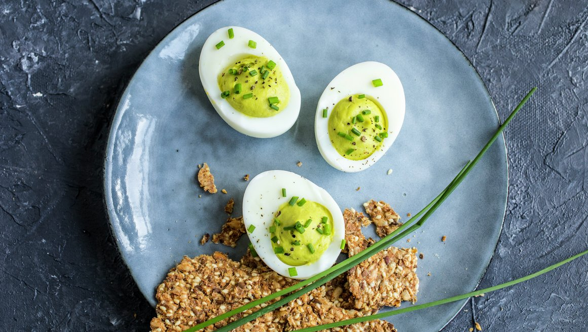 Fylte egg med avokado