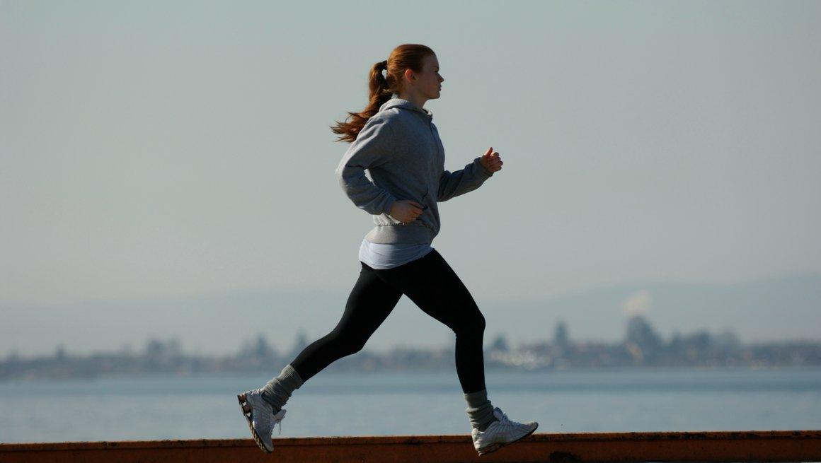 Jente som jogger
