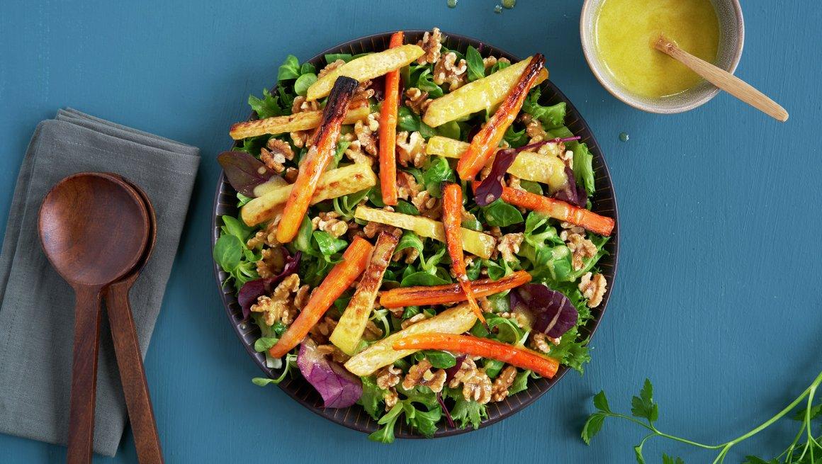 Salat med bakte rotgrønnsaker