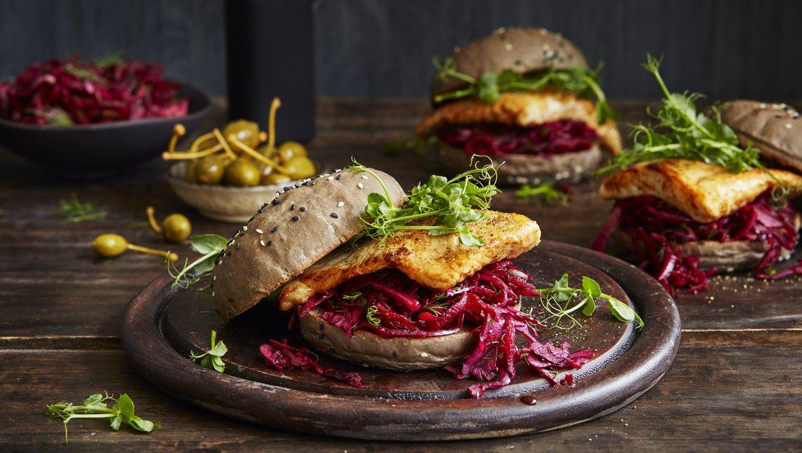 Fiskeburger med rød salat